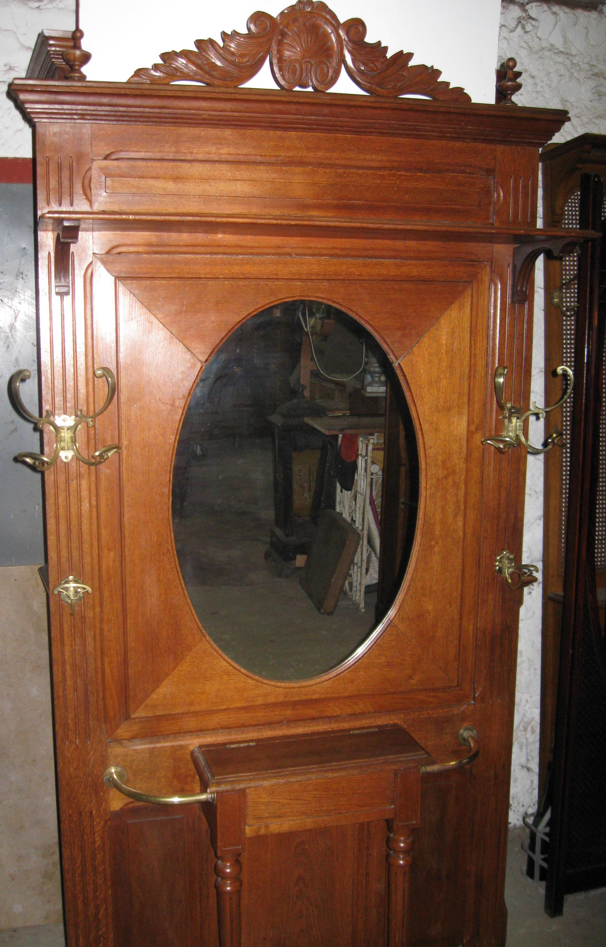eichegarderobe mit ovalem spiegel antik garderoben antiquit ten eine bildsch ne garderobe vom. Black Bedroom Furniture Sets. Home Design Ideas