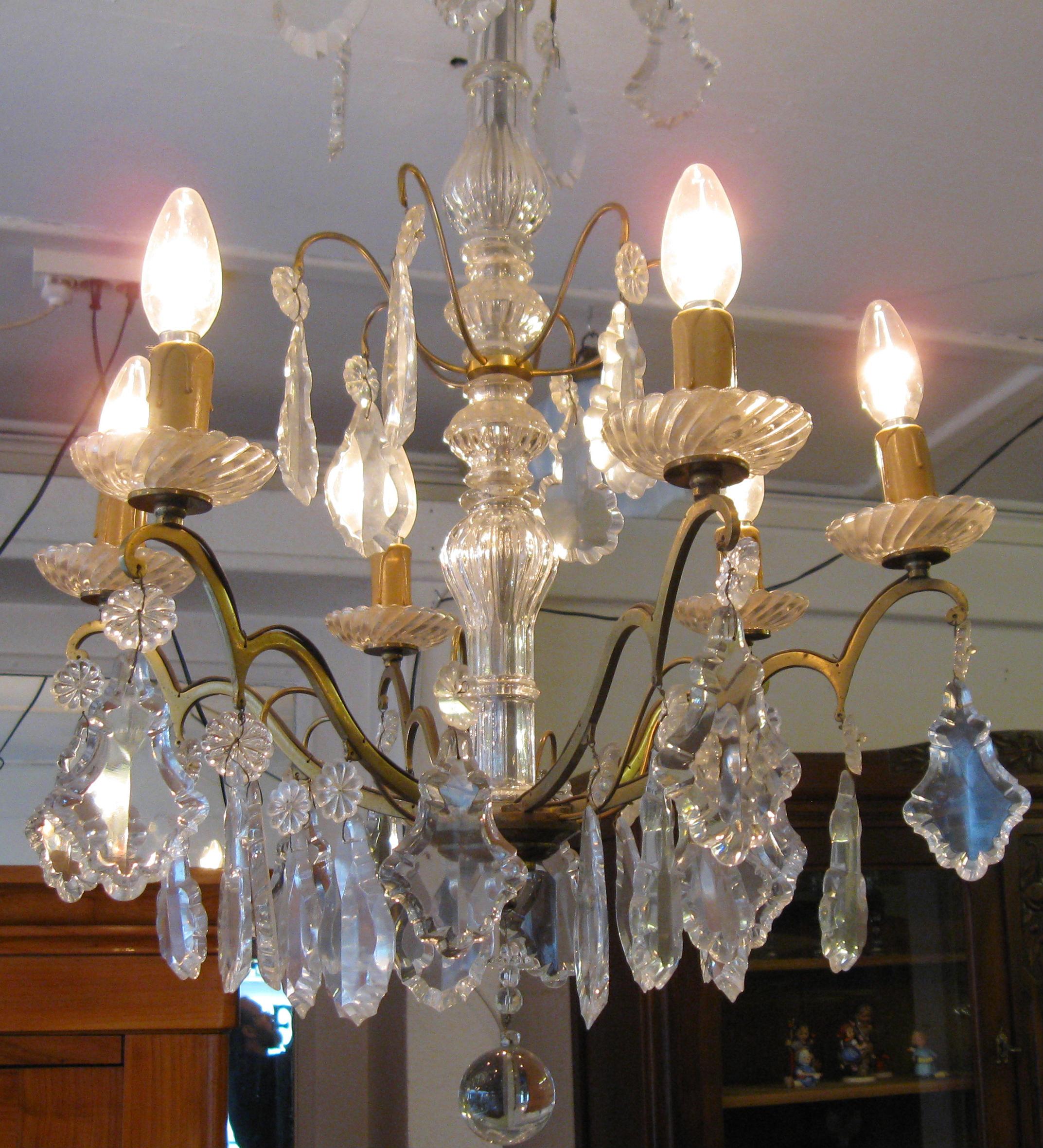 kronleuchter antik lampen antiquit ten ein funkelndes. Black Bedroom Furniture Sets. Home Design Ideas